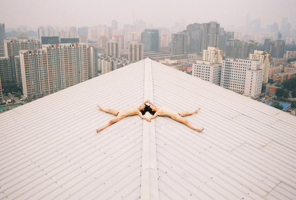 renhang top of a building