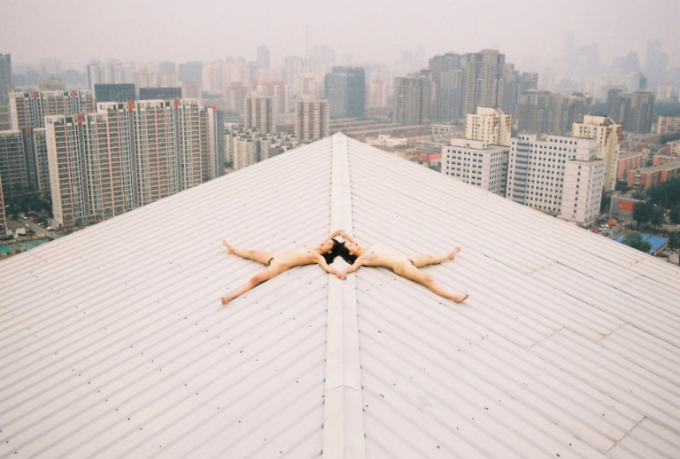 renhang top of a building